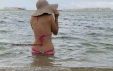 Patricia pelada na praia