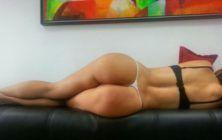 esposa dormindo de calcinha