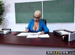 Colocando a professora para mamar