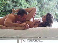 Peituda safada transando com o massagista